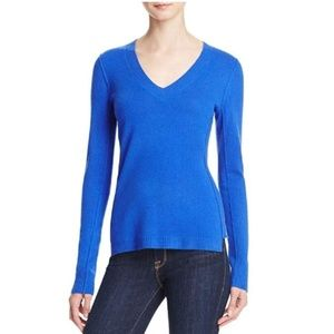 AQUA Cashmere V-Neck Fitted Sweater in Turquoise